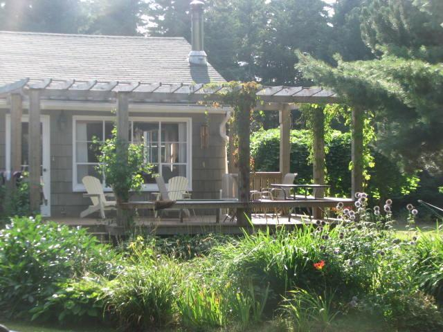 Watch the humming birds as you sip your morning coffee - Beautiful, spacious summer cottage by the beach - Stanhope - rentals
