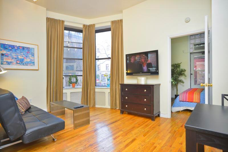 Open plan living area with very high ceilings and large windows over-looking garden.  Hardwood floor - *ALACANTA* TownHouse 1 Bedroom & PrivateTerrace - New York City - rentals