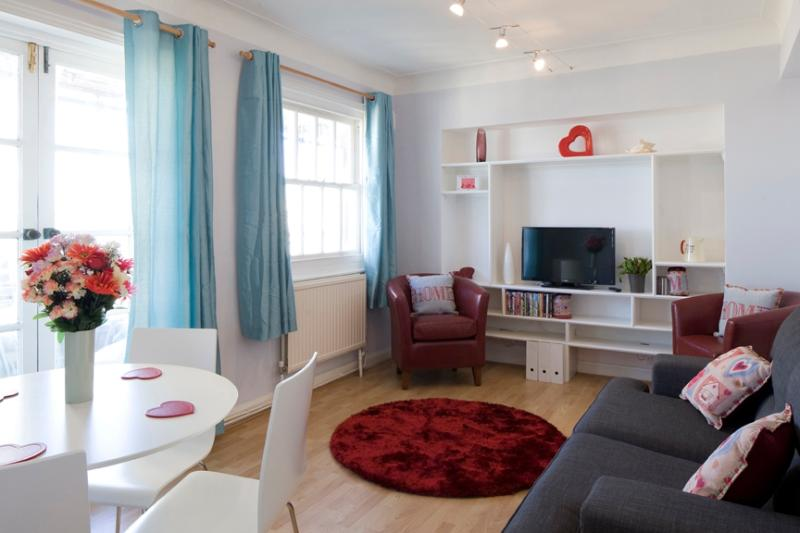 Stay in the heart of Brighton Astra Apartment - Image 1 - Brighton - rentals