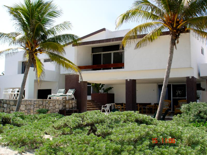 Cocal Josefina Beachfront house - Image 1 - Chicxulub - rentals