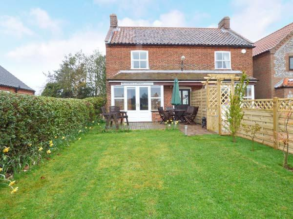 BUTTERFLY COTTAGE, semi-detached, en-suites, parking, enclosed garden, in Aldborough, Ref 906035 - Image 1 - Wolterton - rentals