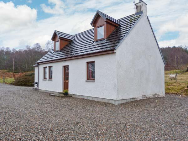 BALNABODACH, pet-friendly cottage with great views, garden, loch fishing, Strathnairn, Inverness Ref 906764 - Image 1 - Inverness - rentals