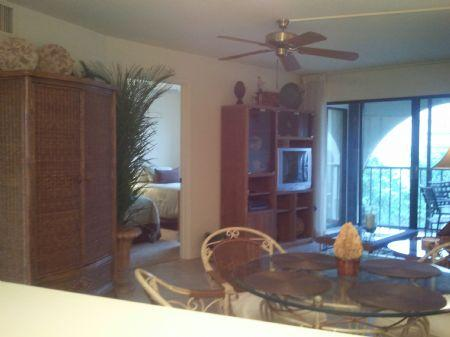 Living room area - Great top floor unit with stylish decor in quiet Resort building - Marco Island - rentals