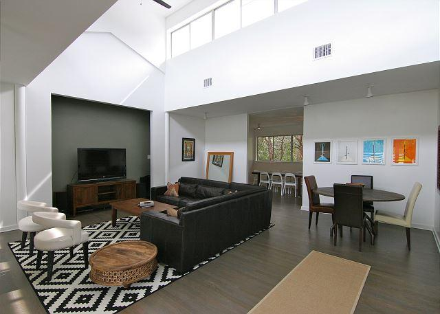 """Stratford Woods"" - 5BR/5BA - West Central Austin with Pool! - Near Downtown - Image 1 - Austin - rentals"