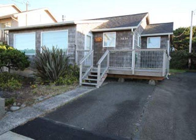 189 RUSSELL'S ROOST - Ocean View Cottage Near Beach and Casino - Image 1 - Lincoln City - rentals