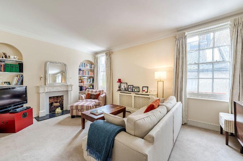 Kensington High Street 2 Bedroom/2 Bathroom Duplex - Image 1 - London - rentals