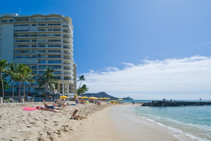 The Waikiki Shore - Beachfront Property with Beautiful Ocean Views! - Honolulu - rentals