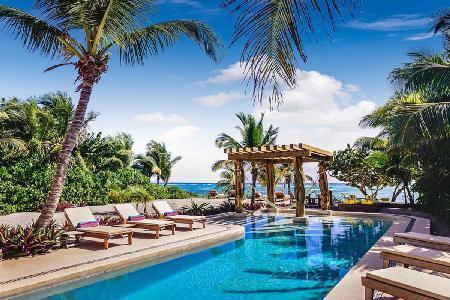 Beachfront Villa Alma Rosa offers breathtaking views, rooftop deck and lap pool - Image 1 - Akumal - rentals