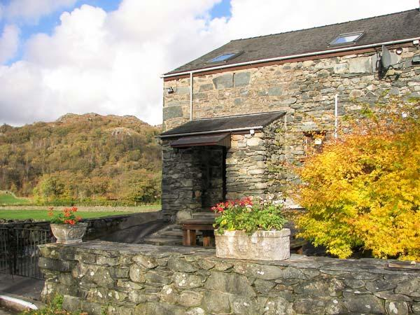 SEATHWAITE LODGE, barn conversion with wonderful views, en-suite, patio, close walking, Seathwaite, Broughton-in-Furness Ref 906641 - Image 1 - Broughton-in-Furness - rentals