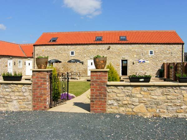 THE BARN, pet-friendly, WiFI, good touring base, terraced cottage near Thorton-le-Dale, Ref. 29724 - Image 1 - Thornton-le-dale - rentals