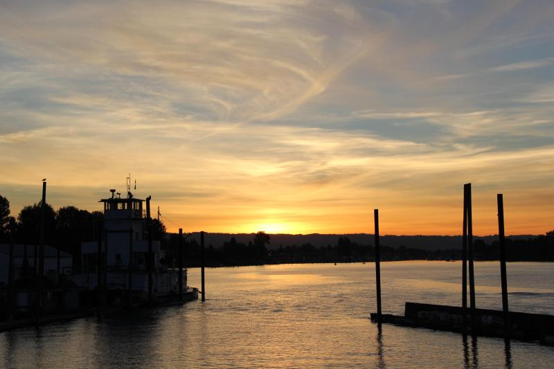 fall sunset - .bungalow houseboat experience on the Columbia R. - Portland - rentals