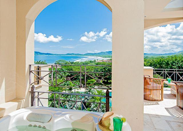Private Jacuzzi overlooking Tamarindo Bay - Stunning condo- near beach and town, oceanview, kitchen, tv, cable, jacuzzi - Tamarindo - rentals