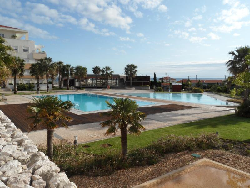 Pool and Gym Area - Lisbon Coast Sea View Luxury Apartment - Parede - rentals