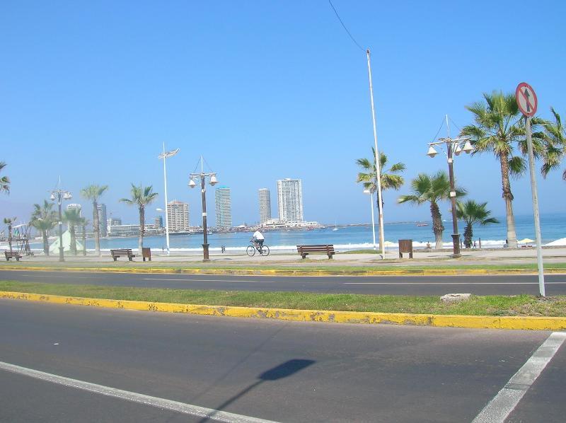 park/beach - Iquique Beachfront - Unbeatable location - 1 to 6 pax room, private bathroom - Iquique - rentals