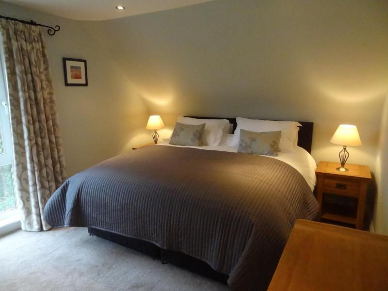 Bedroom with superking bed - Coach House @ The Glen, Helensburgh - Helensburgh - rentals