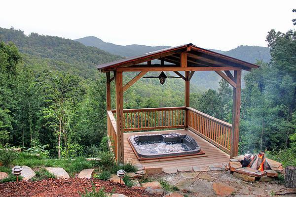 SPRING SPECIALS. HOT-TUB, PRIVATE, VIEWS, CLOSE TO PARKWAY. EASY FOR BIKERS 4/4 - Image 1 - Burnsville - rentals