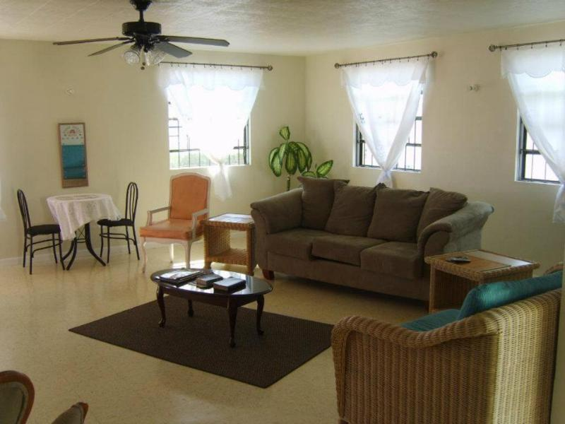 Rosruapts lounge - Large 3 bed apt 5 minutes walk to the beach - Maxwell - rentals