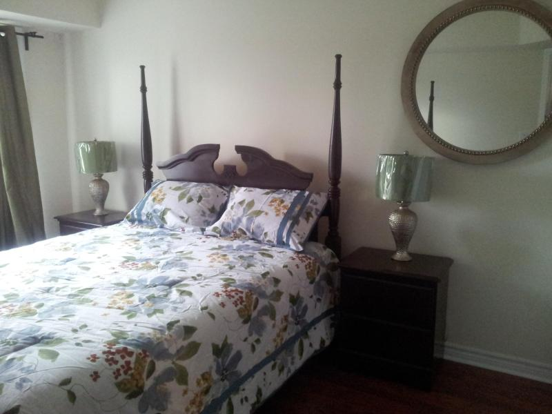 Master Bedroom - Spacious 1 Bedroom Condo that Sleeps 6 - Collingwood - rentals