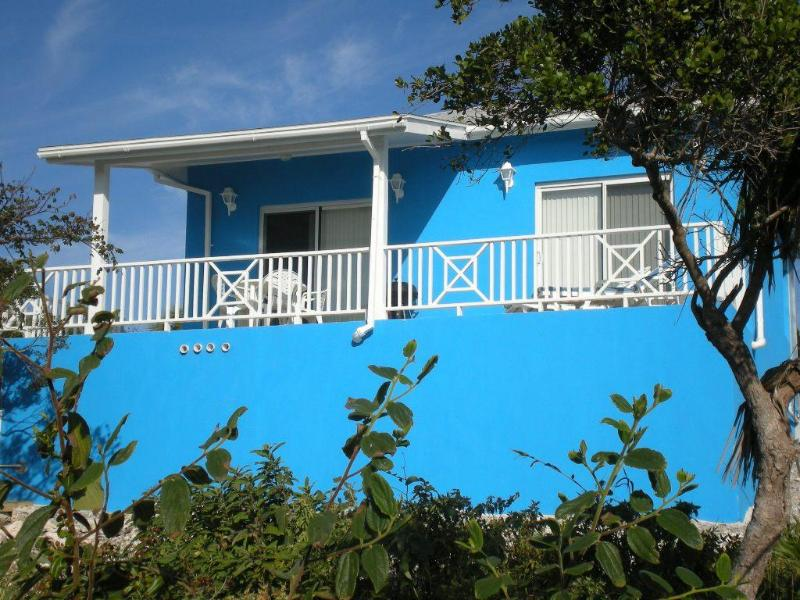 Cottage front - covered porch - Blueskies, A Cozy Vacation House In Rainbow Bay - Eleuthera - rentals
