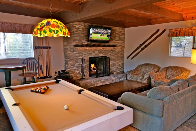 Pool table in family room - Fireside Lodge - passes to private beach clubs - Lake Arrowhead - rentals