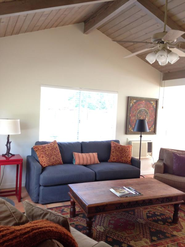 spacious, airy living room - Merrihouse Cottage - Ojai - rentals