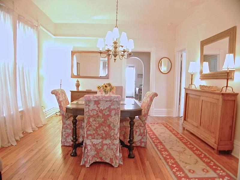 Sleeps 5...Additional Units Available! - Image 1 - Chicago - rentals