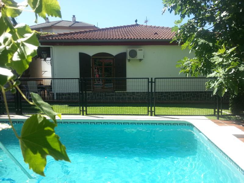casa y piscina - Chalé con encanto a solo 4 km del centro de granada - Barrio de la Vega - rentals