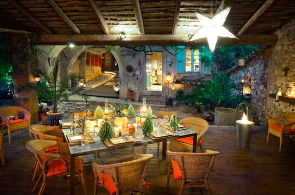 patio with candlelight - la vieille maison - halte gourmande chambre bleue - Tornac - rentals