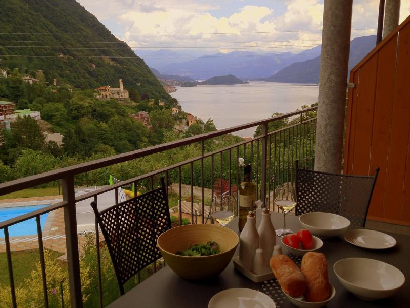 2 bedroom Apt with large balcony and pool - Image 1 - Argegno - rentals