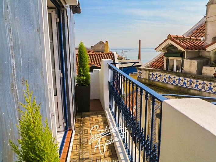 Small terrace with a view - Santa Marinha D - Studio in Alfama with river view - Lisbon - rentals