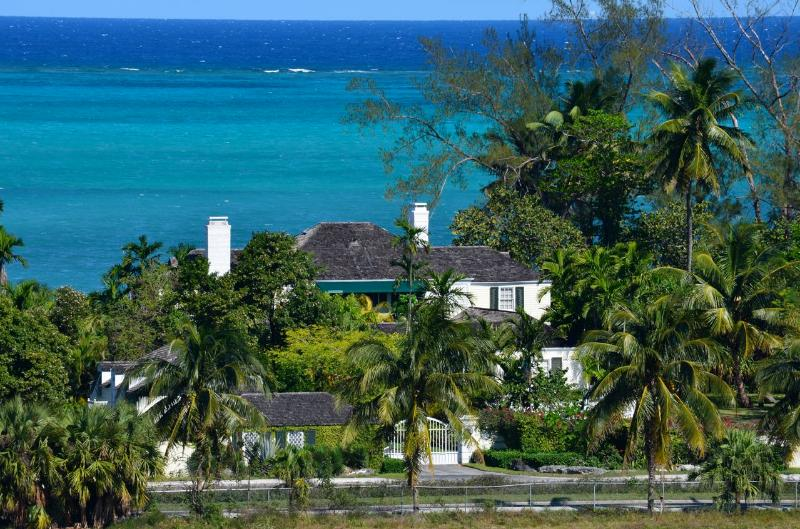 Exclusive Six-Bedroom Beachfront Estate with Private Pool ! - Image 1 - Nassau - rentals