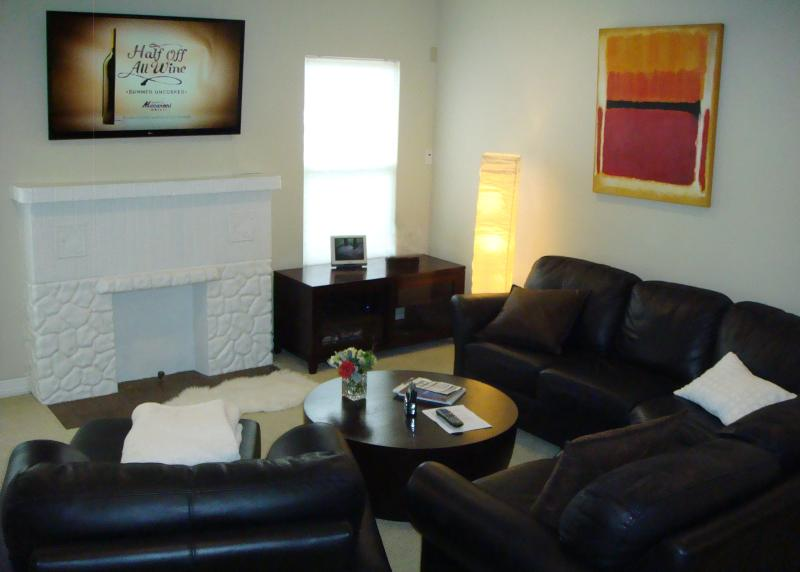 Living room with seating for 5 - Knox/Henderson-Shopping, Restaurants.  Scene - Dallas - rentals