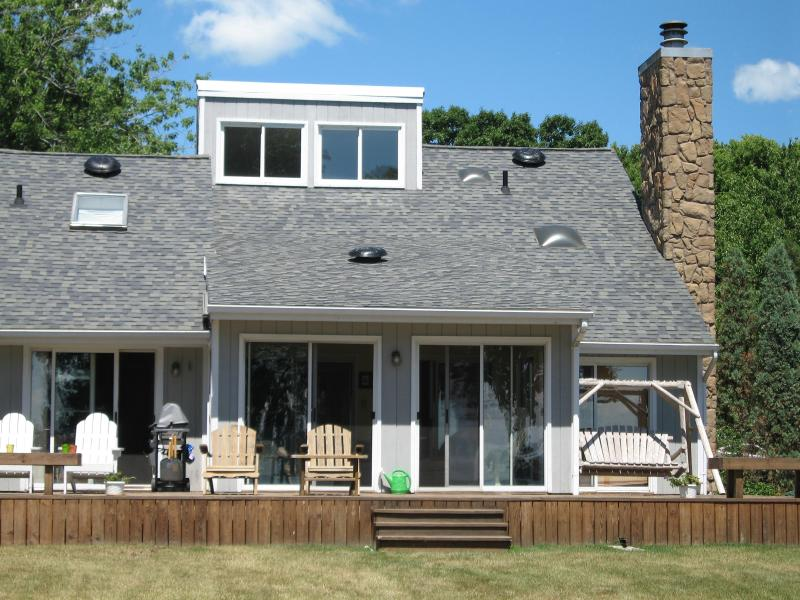 sun room and deck looking towards lake - secluded lakefront retreat in Marblehead, Ohio USA - Marblehead - rentals