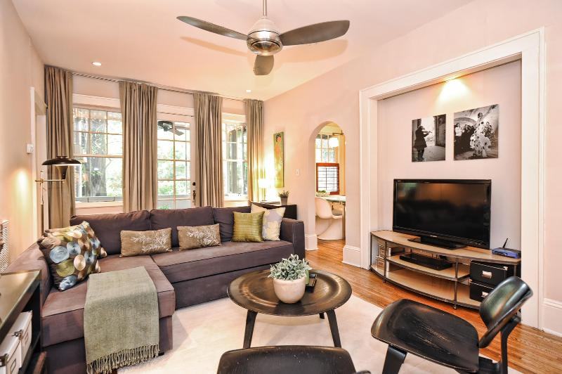 Spacious living room for relaxing - Furnished Corporate Apartment in Myers Park - Charlotte - rentals