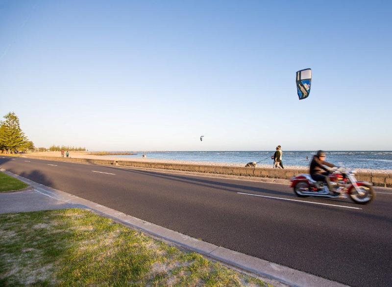 Step across the road and onto the beach - I do likeTo stay beside the seaside - Williamstown - rentals