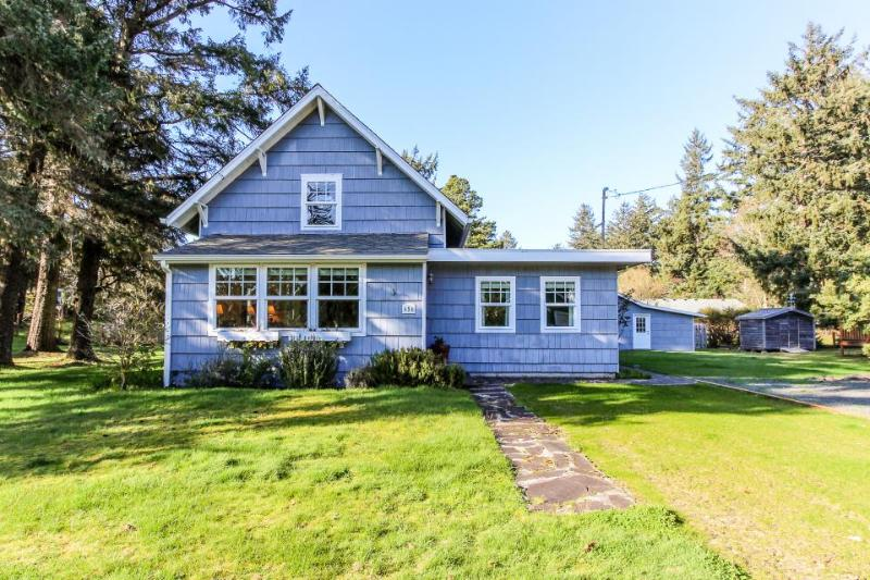 Seventh Street Cottage - Image 1 - Gearhart - rentals