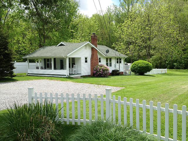 A Cottage for All Seasons - Image 1 - Black Mountain - rentals