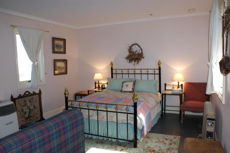 The Master Double Bed - Pepper Tree Cottage Pinnaroo - Pinnaroo - rentals