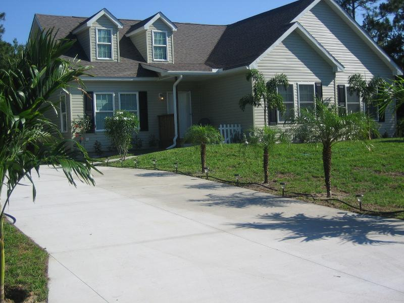 Front of House - Beautiful Country Retreat - Walking Trails - North Port - rentals