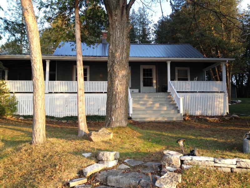 40 foot west facing cover porch overlooking Lake - Century Lakefront Cottage-Perfect for large family - Rama - rentals