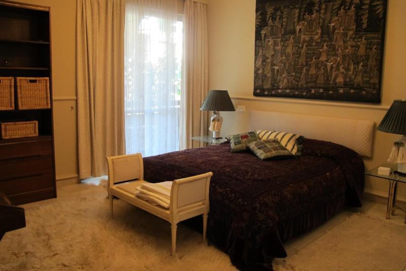 Vouliagmeni - Kavouri apartment, 100 m from beach - Image 1 - Voula - rentals