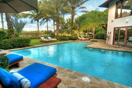 Phenomenal La Encendida - Arrecife 49 offers a courtyard, pool and full staff - Image 1 - Punta Cana - rentals