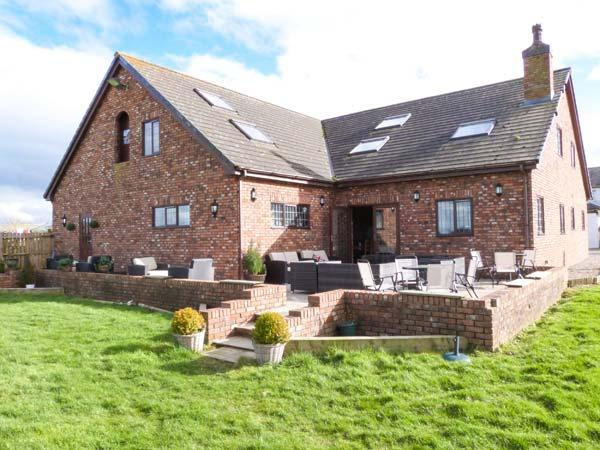 MARSH FARM HALL, semi-detached cottage, en-suites, woodburner, bar on-site, in Great Eccleston, Ref 22463 - Image 1 - Garstang - rentals