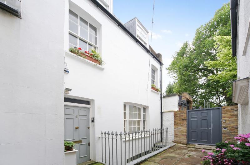 Kensington 2 bedroom 2 bathroom (4549) - Image 1 - London - rentals