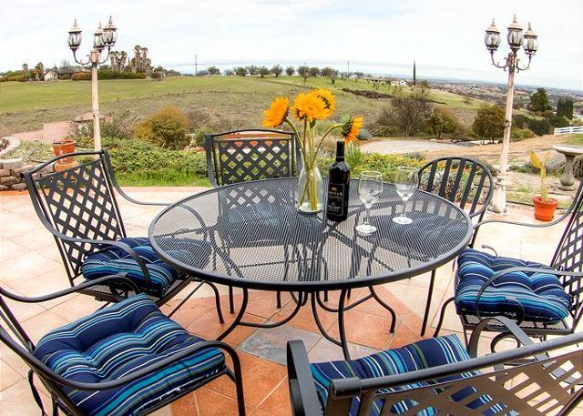 Outdoor Dining Area - Expansive views of Paso Robles - Paso Robles - rentals