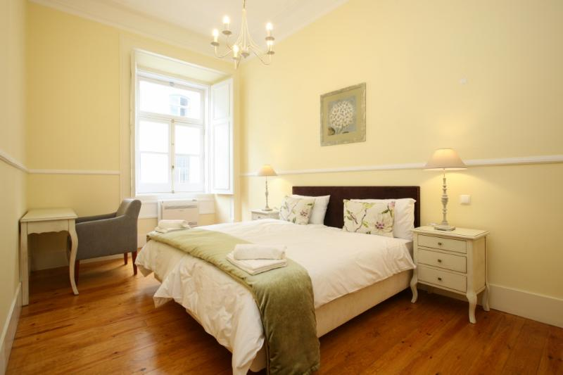 Luxury 3 Bedroom Apartment with Air conditioning, Sleeps 6, located in the Old City Centre (Baixa) - Image 1 - Lisbon - rentals