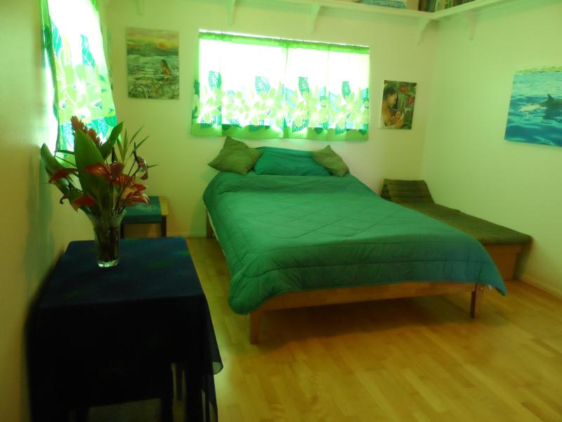 Queen Sized Bed - Kumukoa Studio - Hilo - rentals