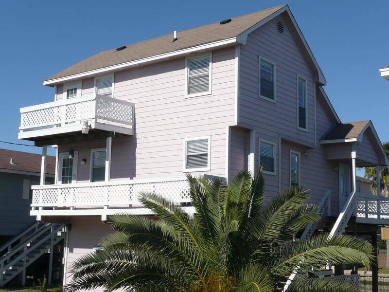 The house is in a wonderful location - Canal Retreat, Jamaica Beach, APRIL & MAY DISCOUNTS Pet Friendly - Galveston - rentals