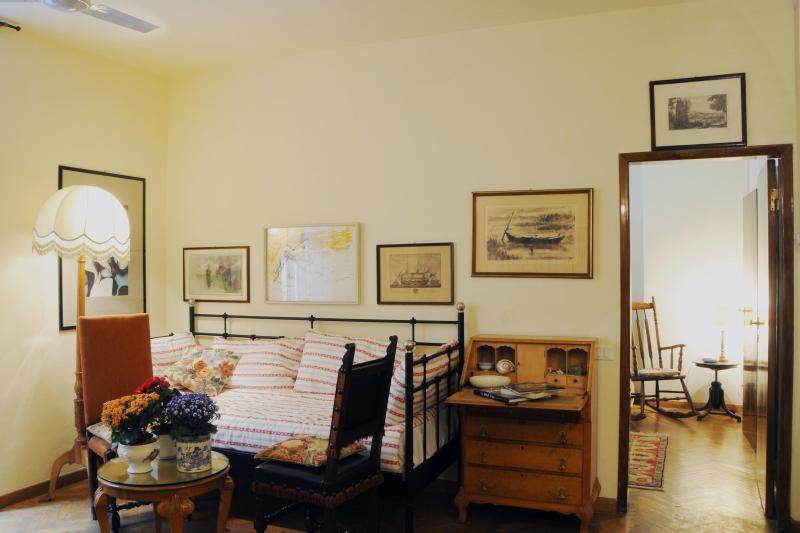 the living room - Lovely Apartment in Santa Croce, Florence - Florence - rentals