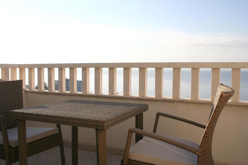 Apartments Johnny S1 close to beach and Split center - Image 1 - Podstrana - rentals